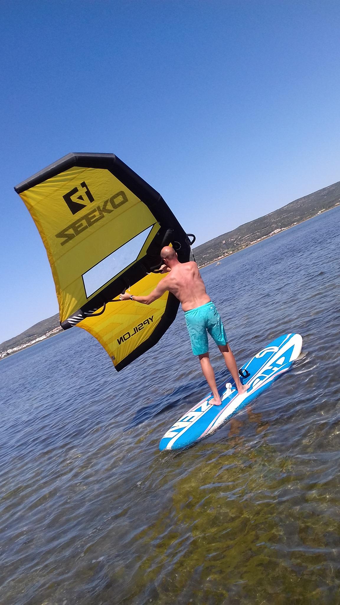 Séance de wingsurf sur l'étang d'Ingril à Frontignan