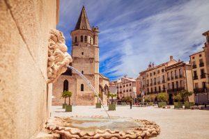 Centre historique place de la Madeleine à Béziers