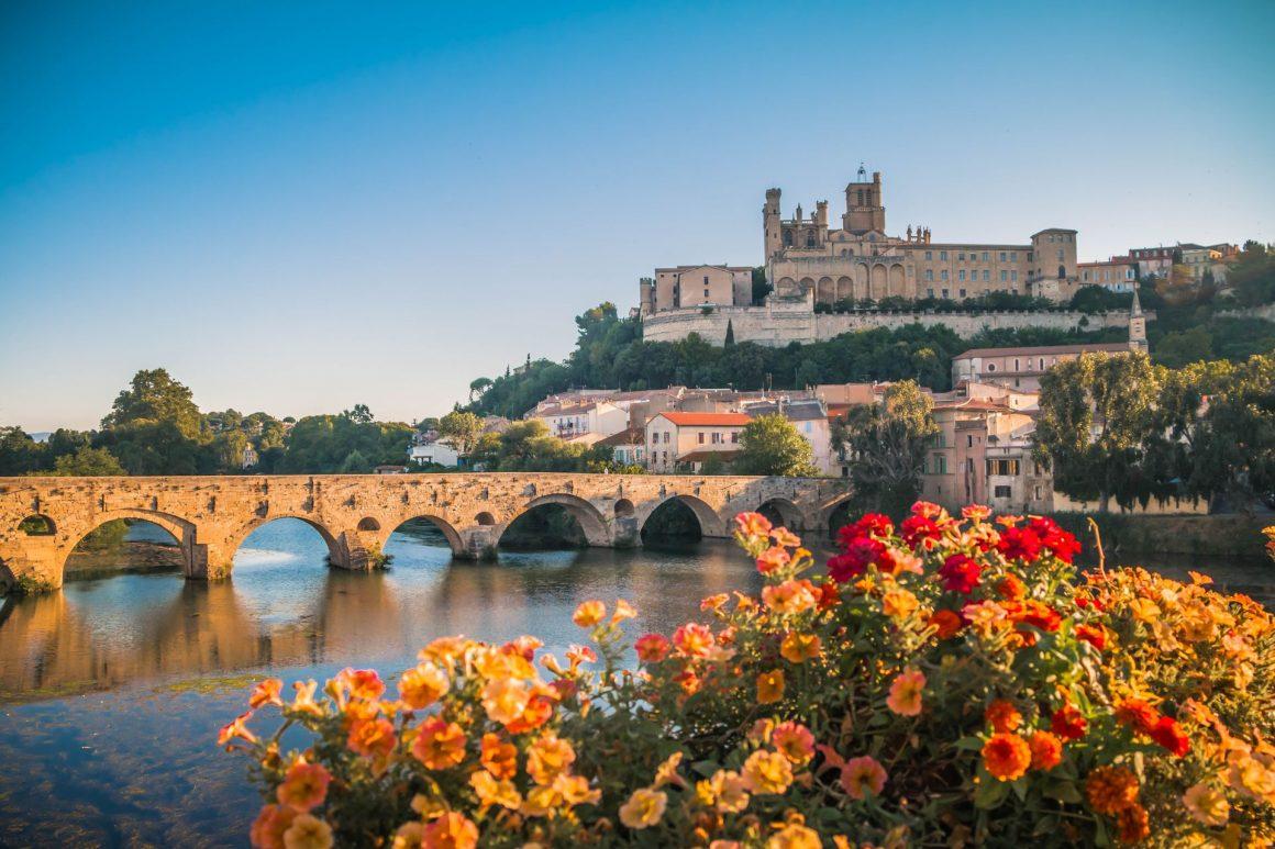 Cathédrale et pont vieux à Béziers