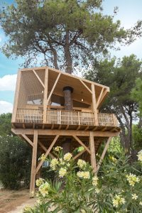 Cabane dans les arbres petit grain au Camping La Yole