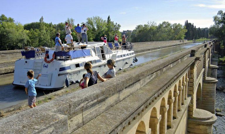 Canal du Midi Pont Canal à Béziers en famille et entre amis