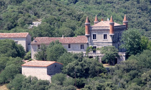 Vue panoramique du Château le Villarel