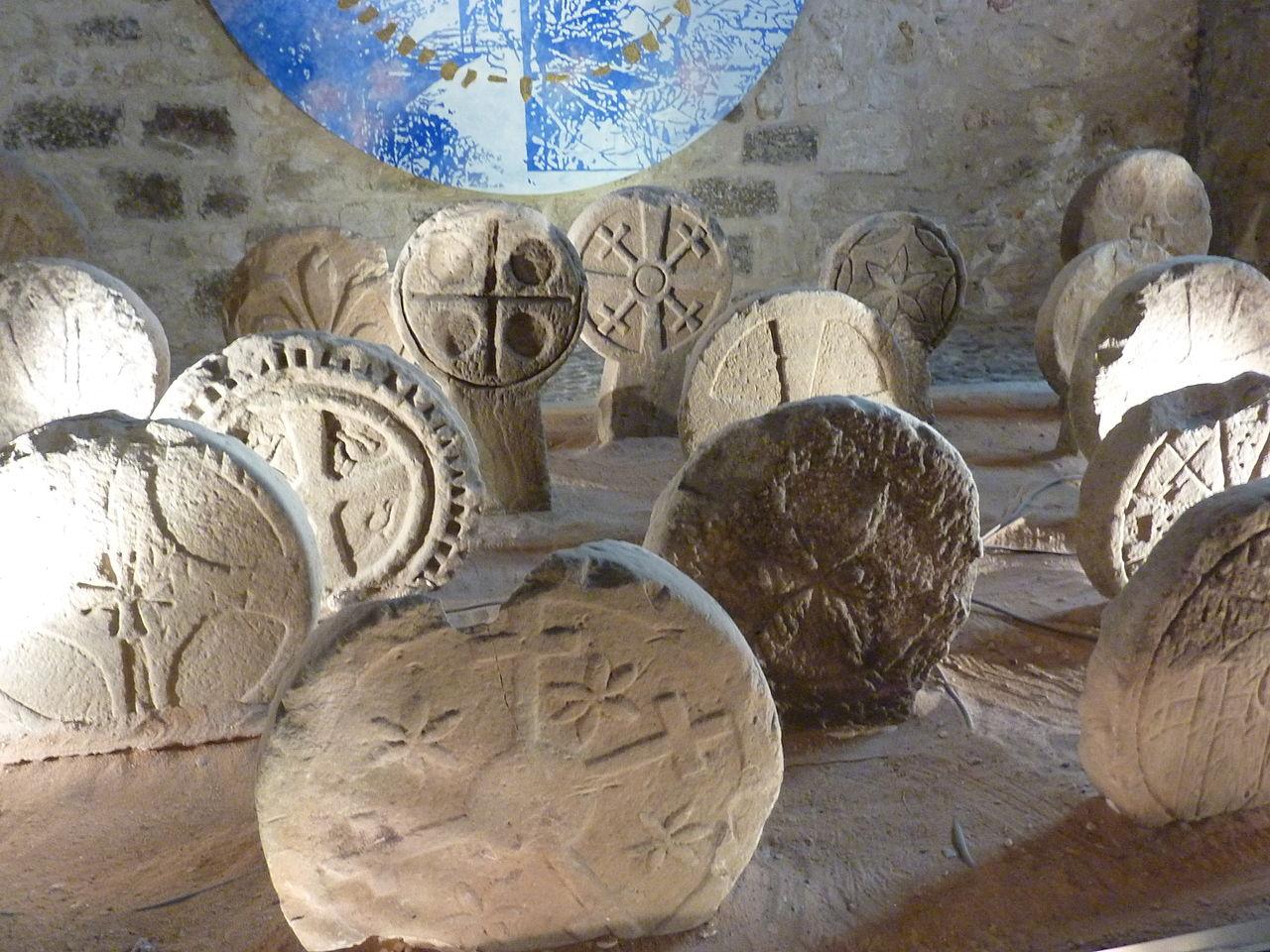 Musée de Lodève Stèles discoïdales d'Usclas du Bosc