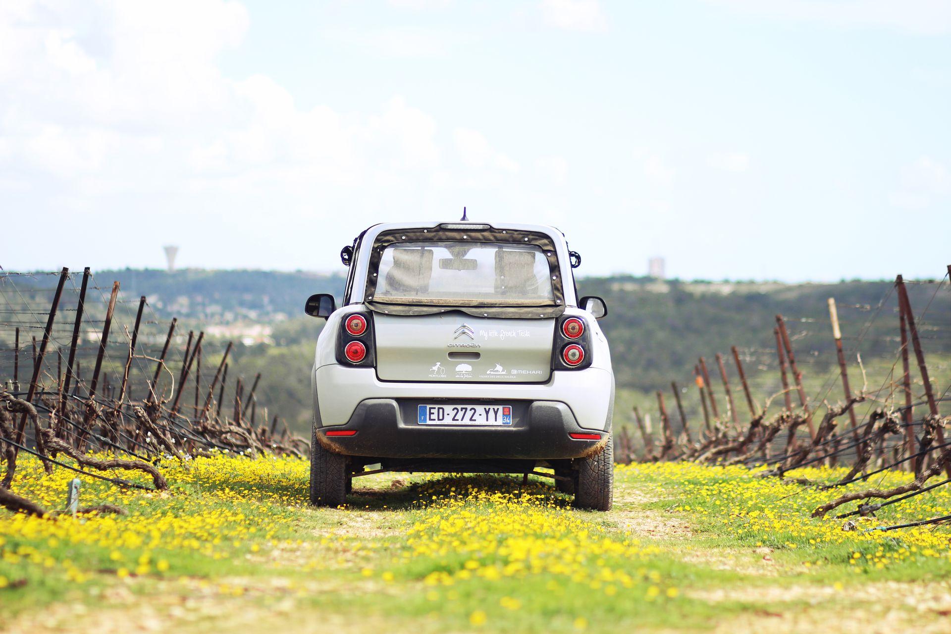 Balade dans les vignes en méhari électrique près de Montpellier
