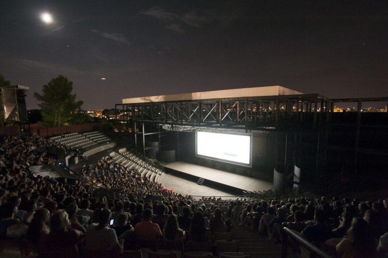 projection film dans l'amphithéâtre à ciel ouvert du Domaine d'O dans le cadre des Nuits d'O