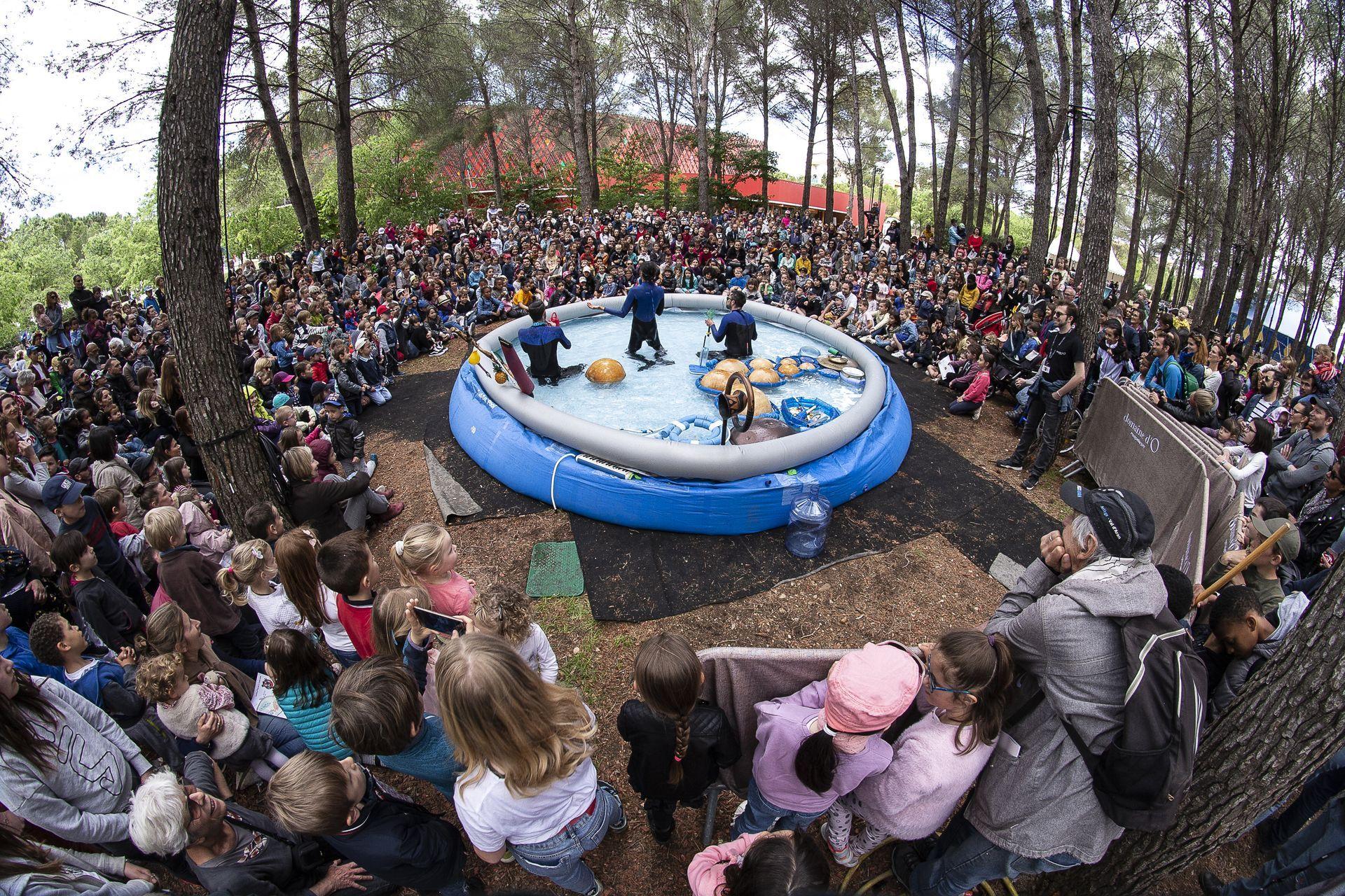spectacle enfant au Domaine d'O pour le festival de printemps Saperlipopette