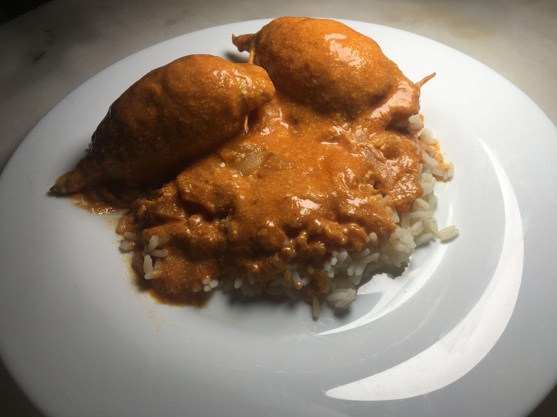 Encornets farcis avec riz prêts à être dégustés