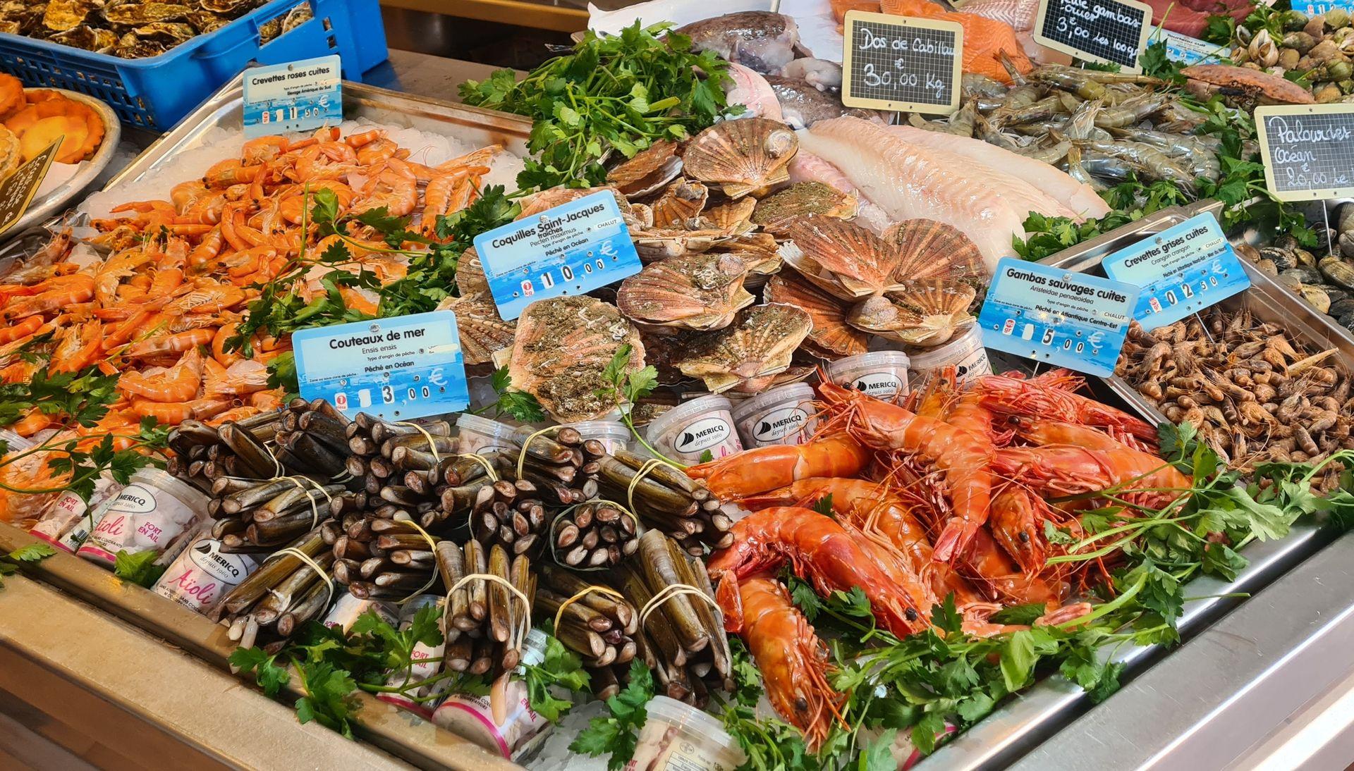 Etal de fruits de mer à L'Odacieuse Vidal coquillages à Valras