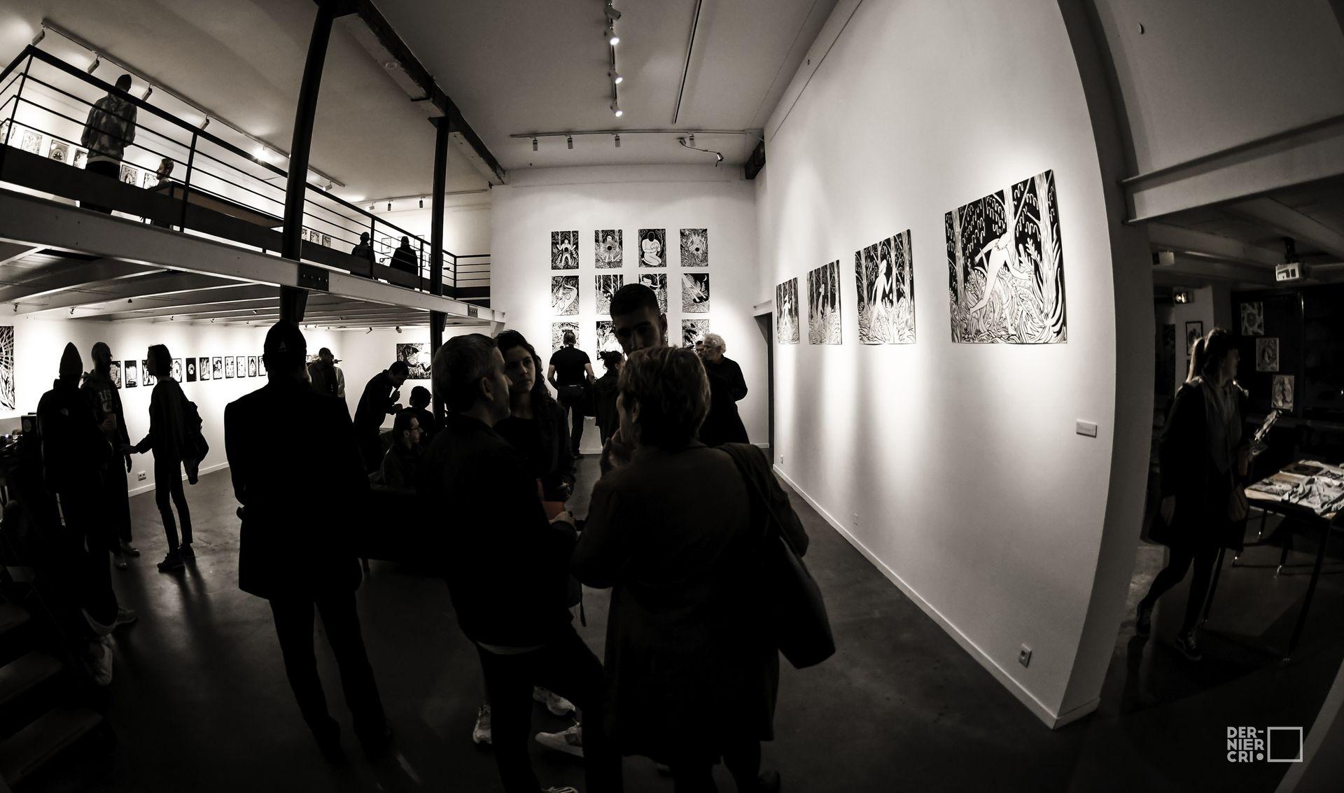 Visiteurs de l'expo photos autour du Festival Dernier Cri à Montpellier