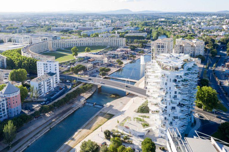 Vue sur la ville et sur l'Arbre Blanc à Montpellier