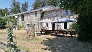 Vue d'ensemble du gîte de groupes La Roque au Soulié près de La Salvetat sur Agout