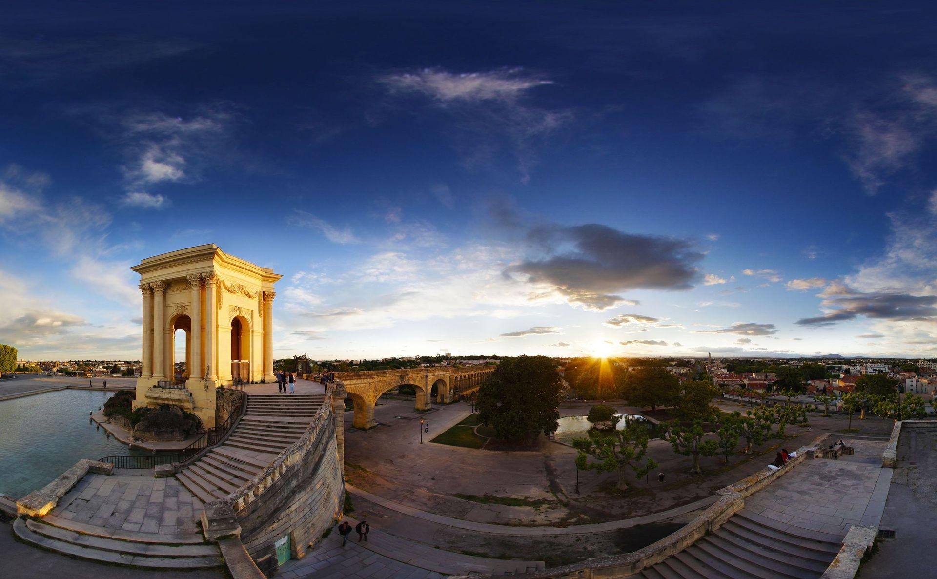 Coucher de soleil au château d'eau du Peyrou à Montpellier