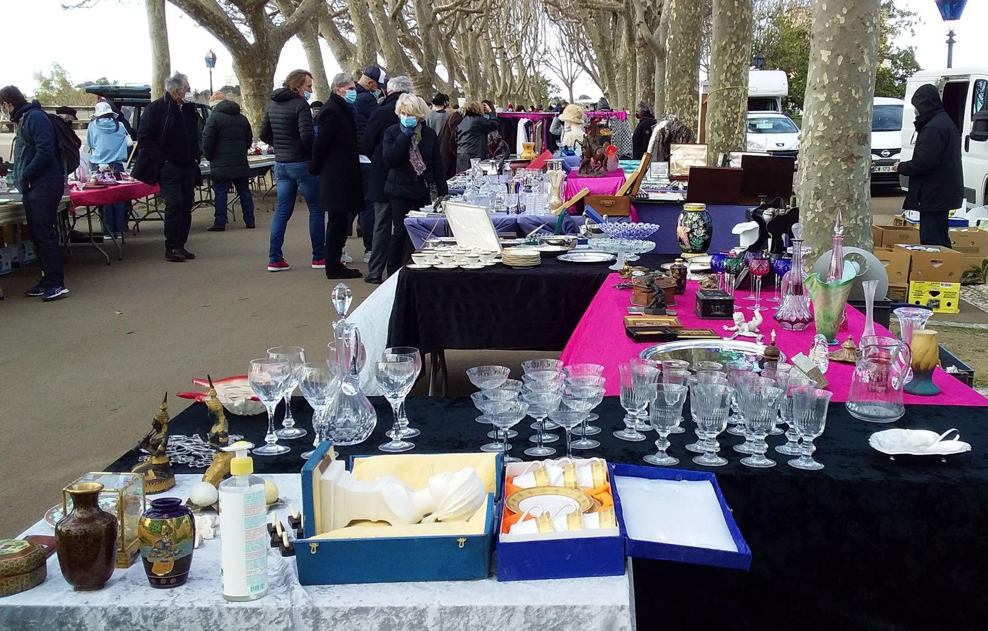 Les Dimanches du Peyrou - Le marché des brocanteurs et antiquaires de Montpellier
