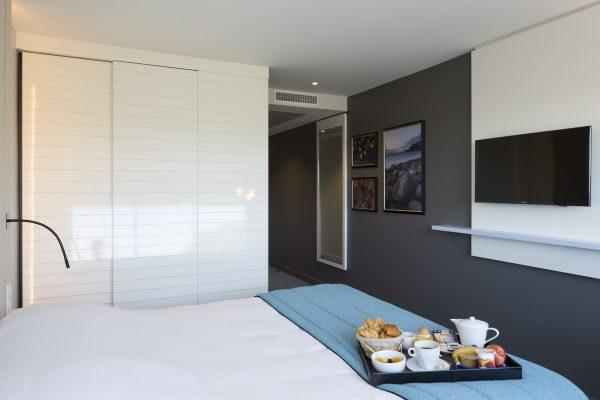 Chambre à l'hôtel Opéralia des Pins