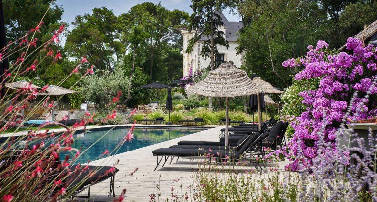 Piscine et pool house © Domaine de Tarbouriech