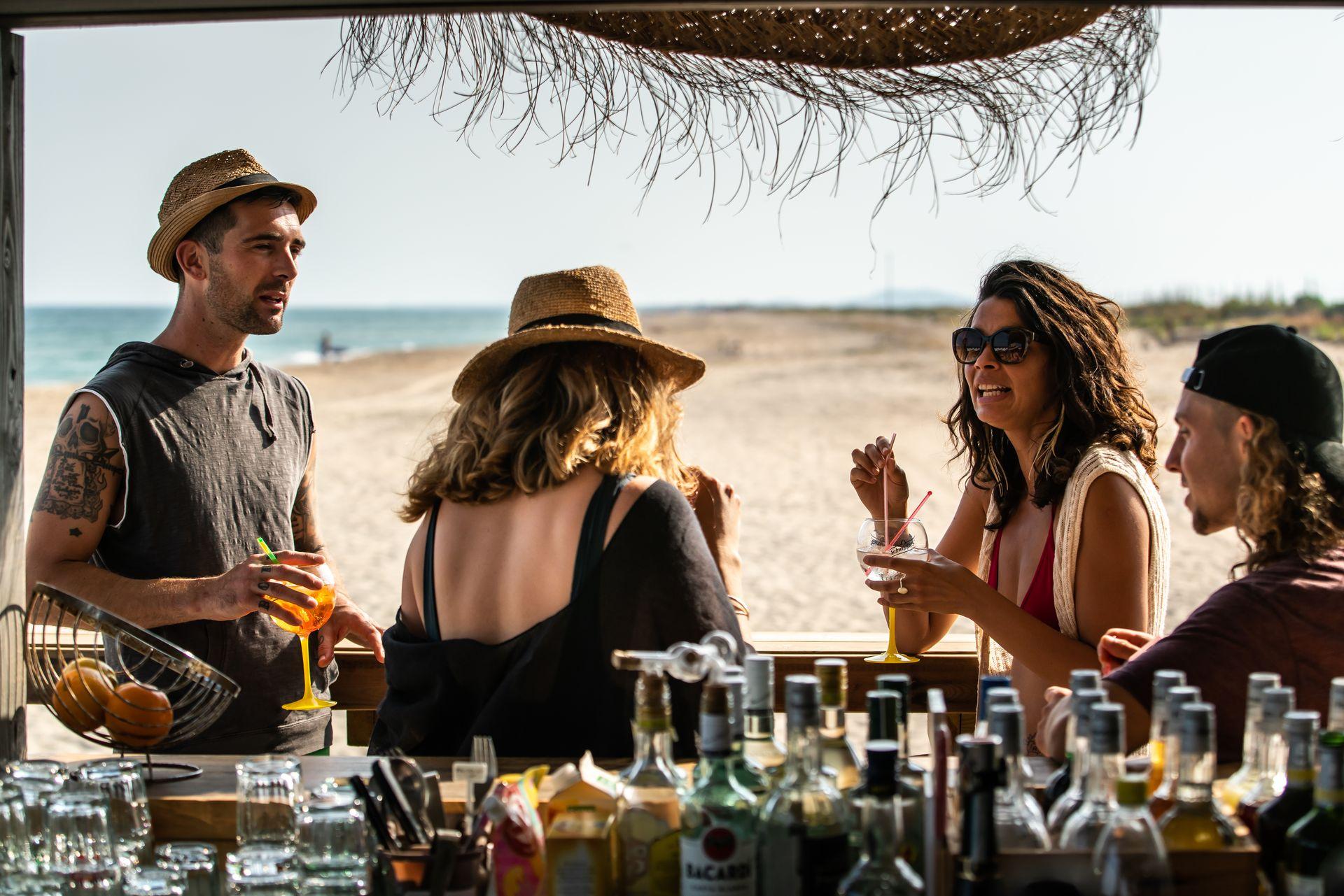 Apéro entre amis au Restaurant de Plage à Sète