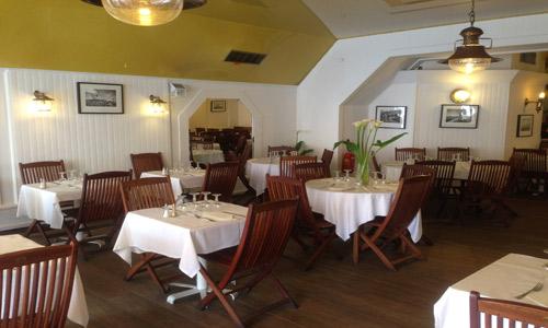 Salle intérieure du restaurant le Porto Pollo