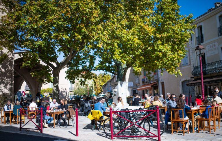 Terrasse du Restaurant le Mimosa à Montpeyroux
