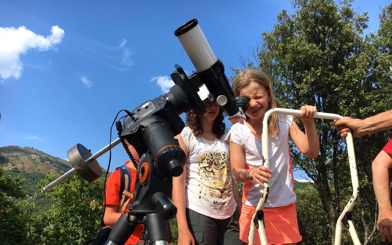 Séjour itinérance en famille observation des éruptions solaires avec Les Marcheurs du Caroux
