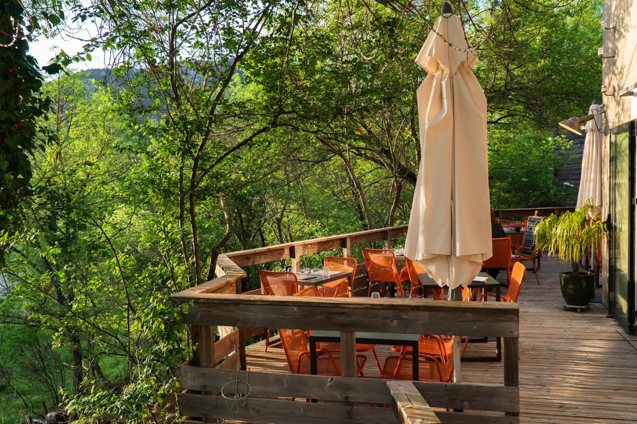 Terrasse du Restaurant Le Saint Bonheur à St Bauzille de Putois