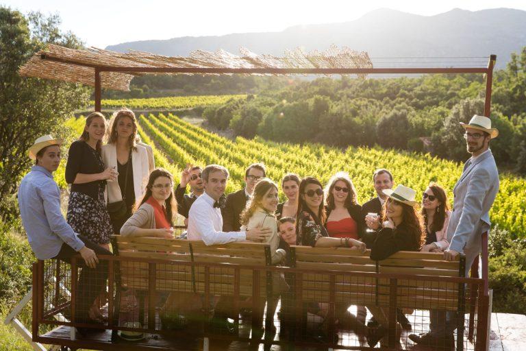 Famille réunie au coeur du domaine viticole du Mas BRUNET au Causse de la Selle