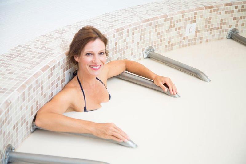 Jeune femme au spa thermal de lamalou les Bains