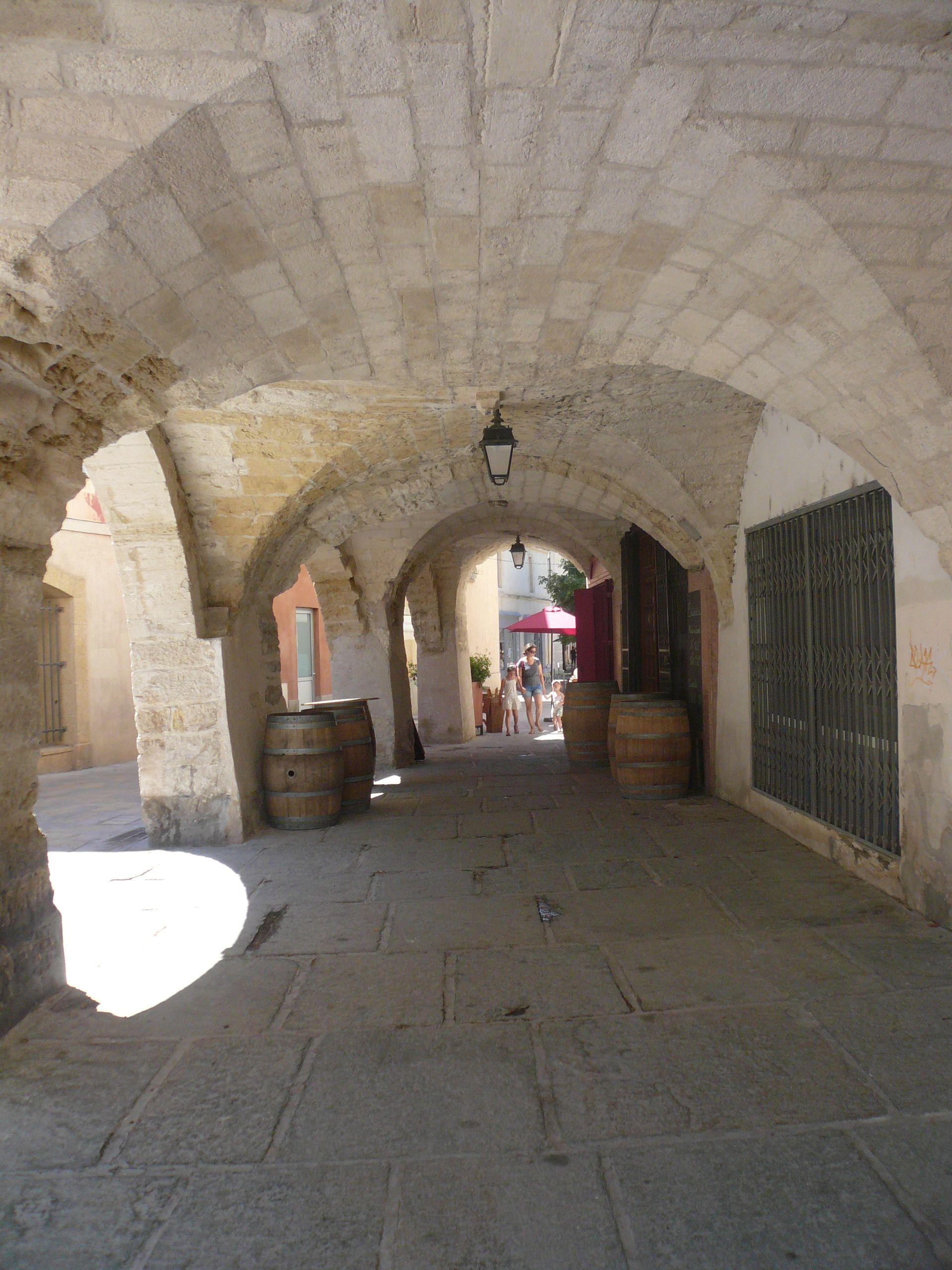 Lunel, Caladon, passage voûté