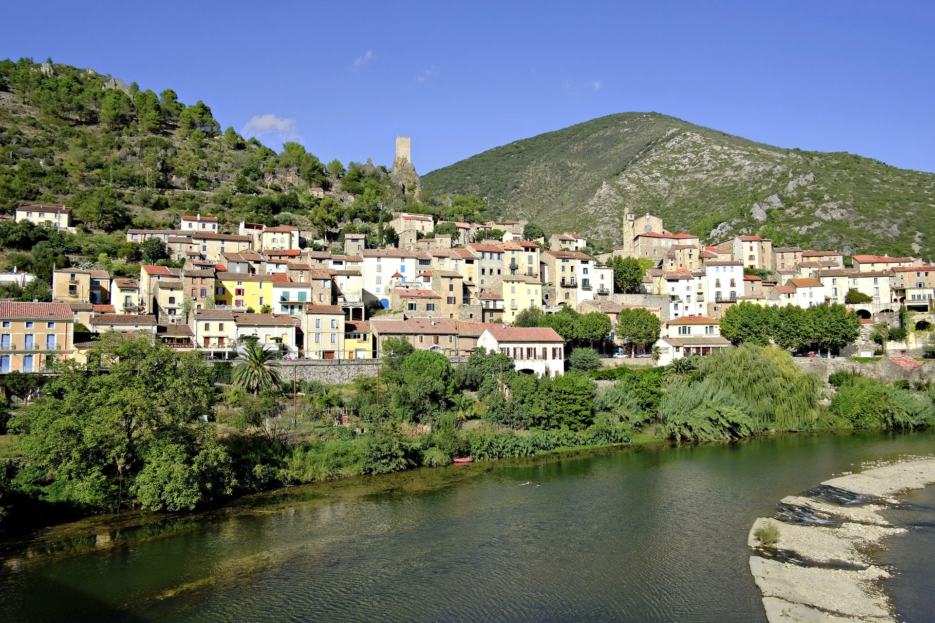 Village de Roquebrun en Haut-Languedoc