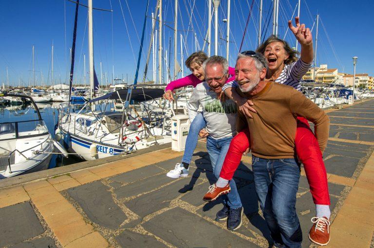 Balade d'un groupe d'amis quincas sur le Port du Cap d'Agde