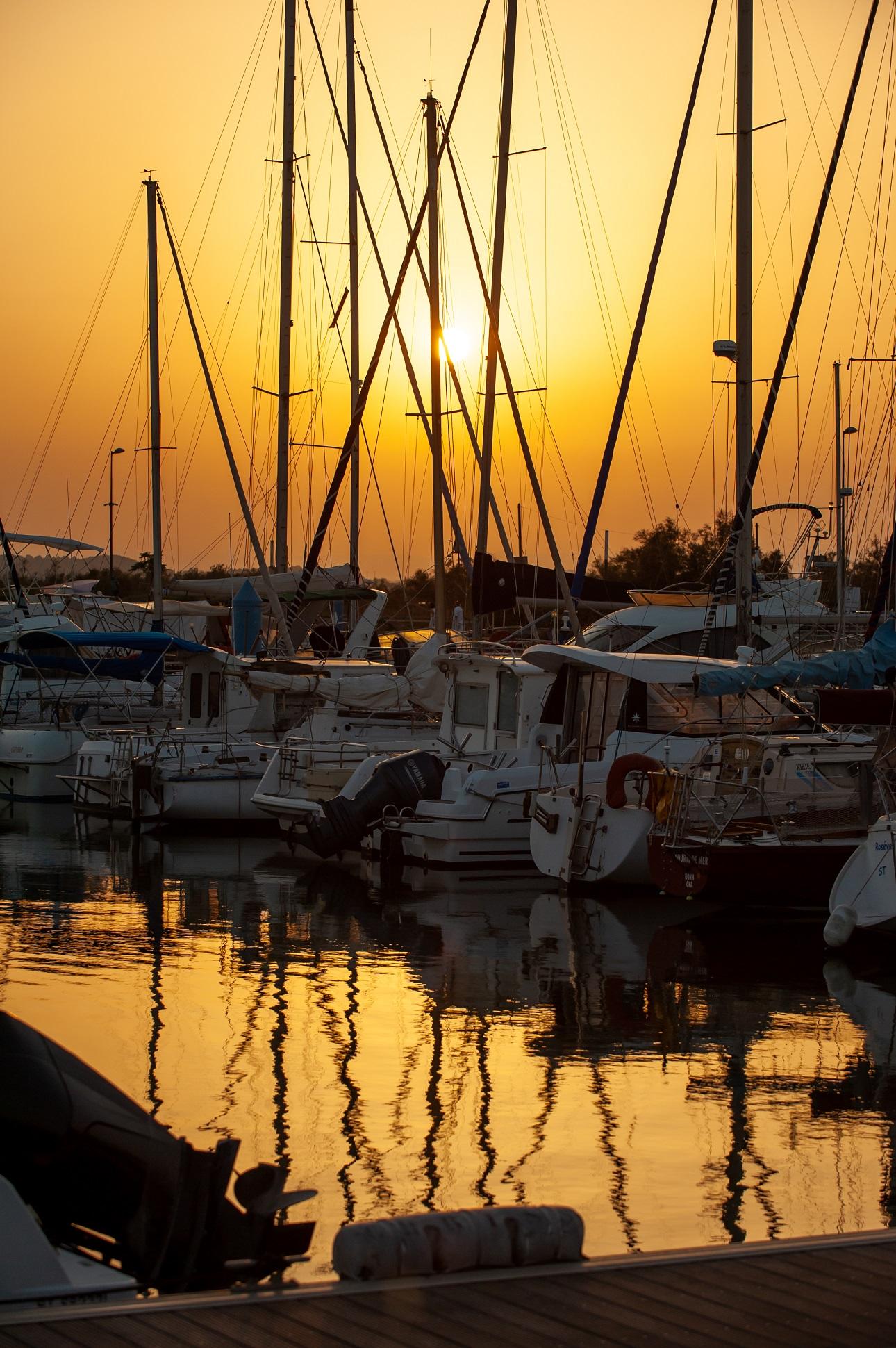Coucher de soleil sur le port du Chichoulet