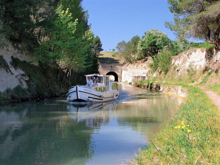 Balade en bateau sur le Canal du Midi au Tunnel du Malpas