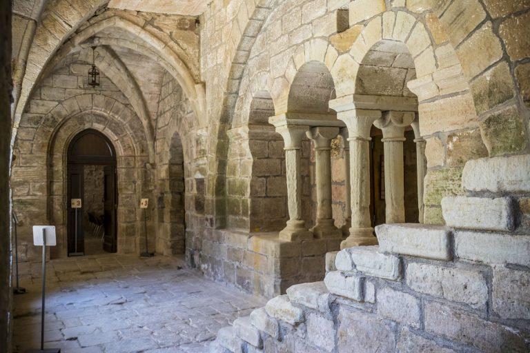 Dans le cloitre Prieuré St-Michel de Grandmont