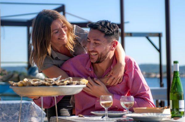 Couple en dégustation au Petit Mas à Loupian