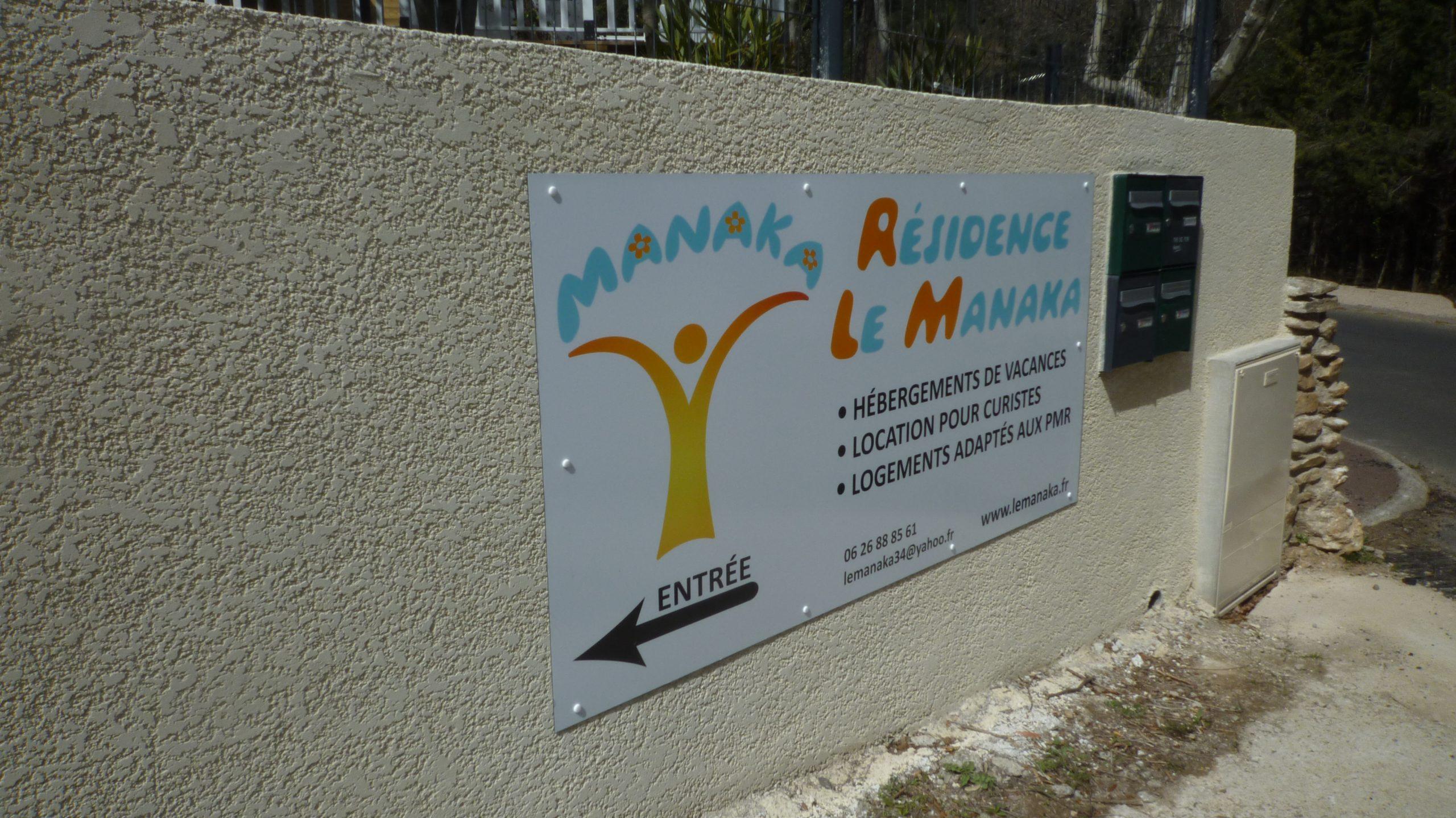 Panneau à l'entrée du Manaka